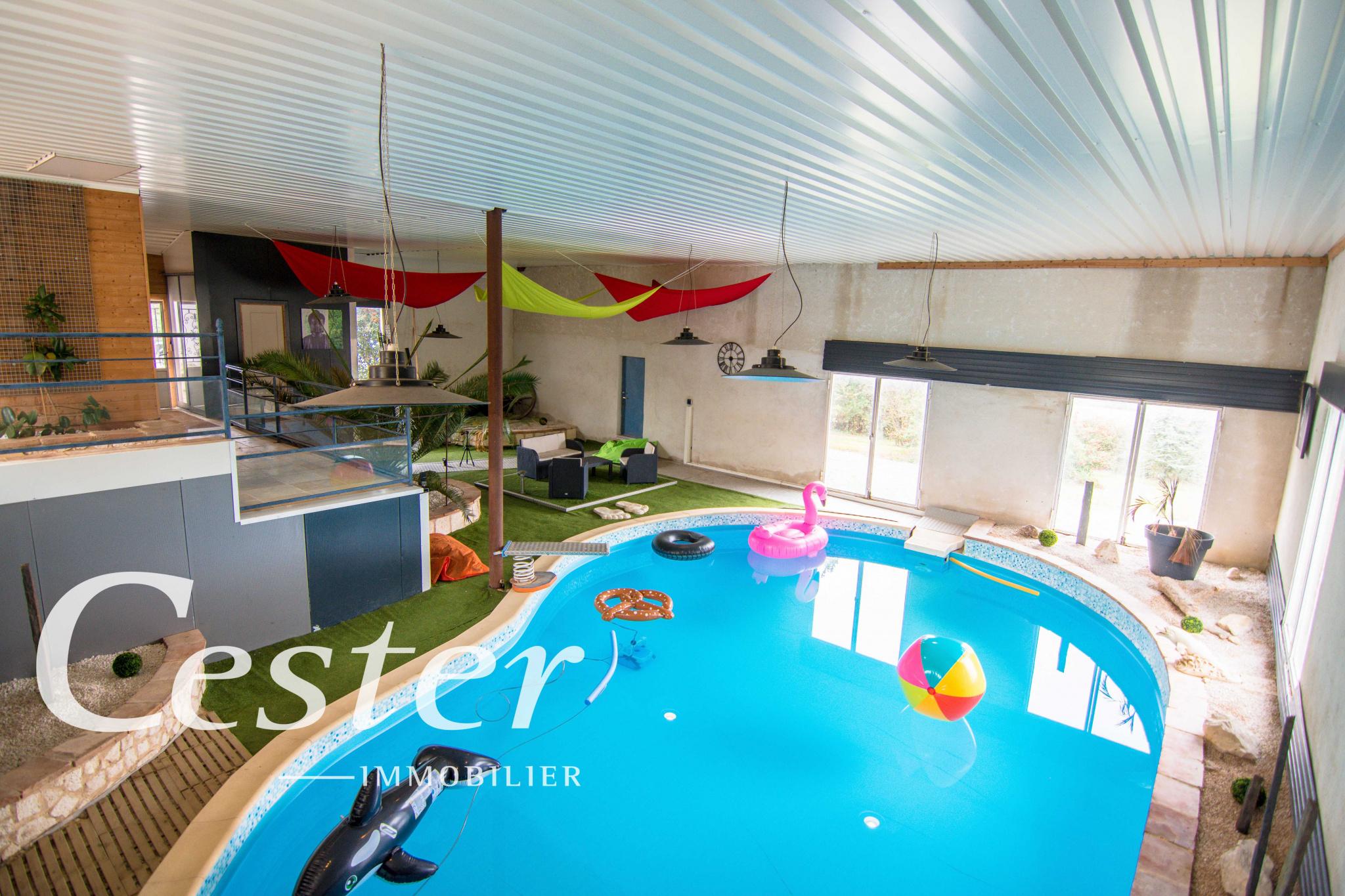 MAISON familiale avec piscine intérieure